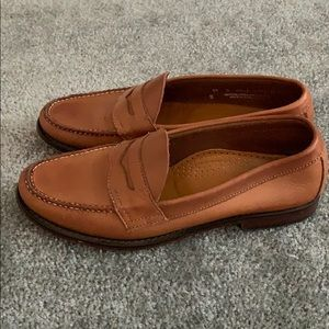 Like New Brown Bass Weejuns Penny Loafer. Size 8.5